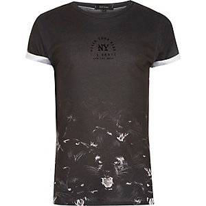 T-shirt noir à imprimé panthère sur l'ourlet