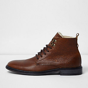 Brown tumbled leather borg lined boots