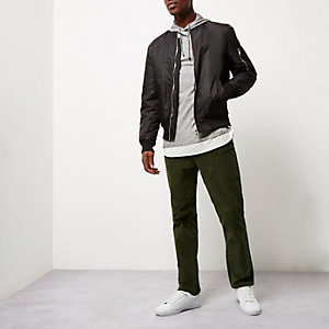 Pantalon chino coupe slim en velours côtelé vert
