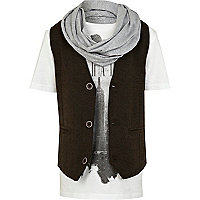 Boys white print t-shirt, waistcoat and snood