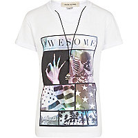 Boys white awesome print t-shirt and necklace