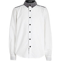 Boys white animal print back shirt