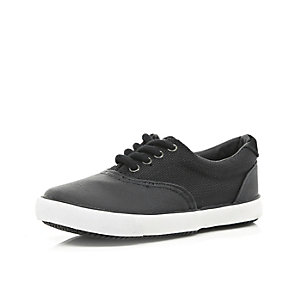 Boys black mesh splinter plimsolls