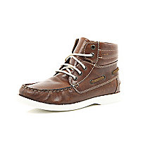 Boys brown boat boot