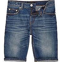 Mittelblaue, verwaschene Jeansshorts