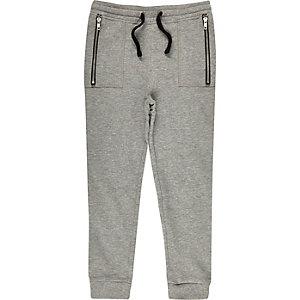 Pantalon de jogging gris à entrejambe bas pour garçon