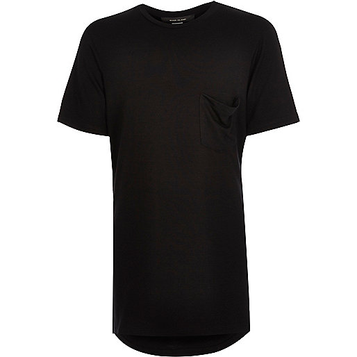 Schwarzes, langes T-Shirt mit U-Ausschnitt