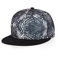 Schwarze Kappe mit Palmenmuster