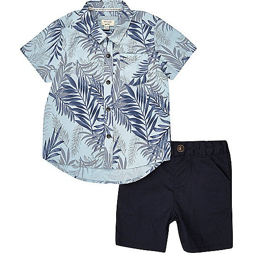 Hemd und Shorts in Blau