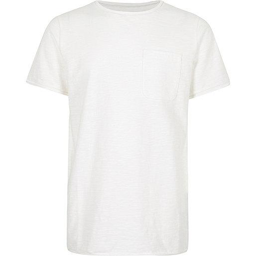 Weißes, strukturiertes T-Shirt