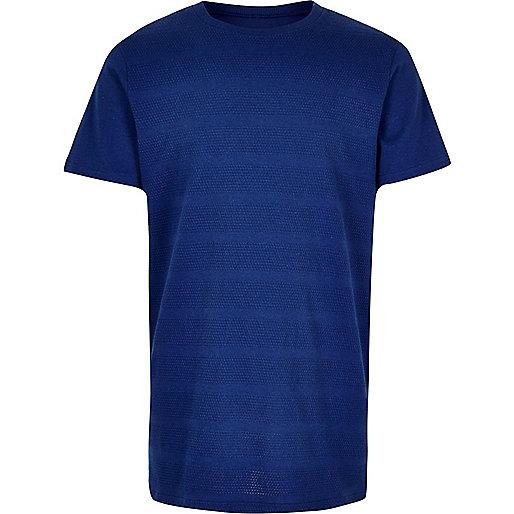 Blaues, texturiertes T-Shirt