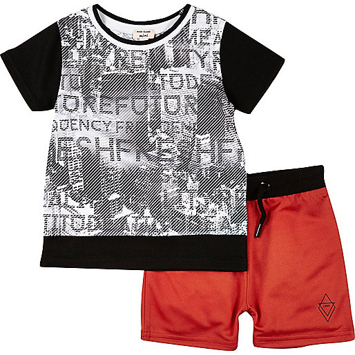 Mini boys black print t-shirt and shorts set