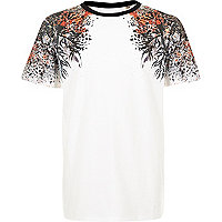 Boys white oriental shoulder print t-shirt
