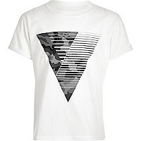 Boys white with grey triangle print t-shirt