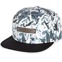 Weiße Kappe mit geometrischem Brooklyn-Muster