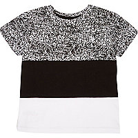 Schwarzes T-Shirt mit Blockbahn