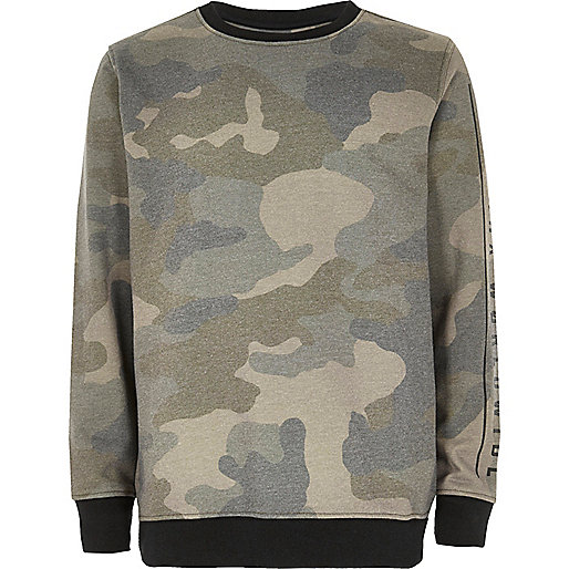 Pullover in Khaki mit Camouflage-Muster