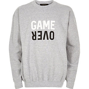 Grauer Pullover mit Game-Over-Print