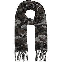 Grauer Schal mit Camouflage-Muster