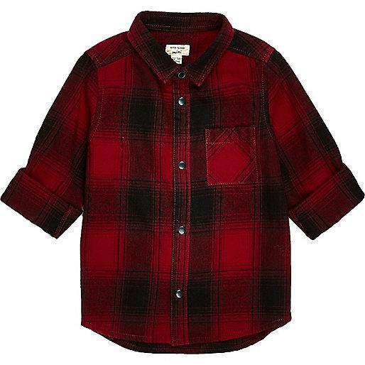 Chemise à carreaux rouge et manches longues