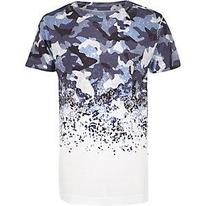 Blaues, verwaschenes T-Shirt mit Camouflage-Muster