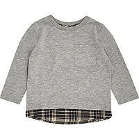 Graues T-Shirt im Lagenlook