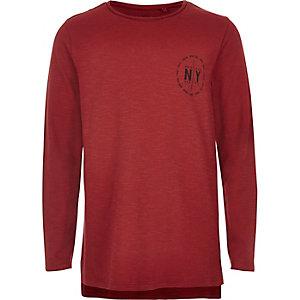 Rotes, bedrucktes T-Shirt