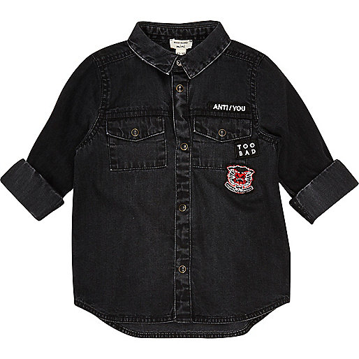 Mini boys black washed badge denim shirt