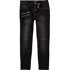Schwarze, ausgebleichte, schmale Biker-Jeans