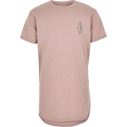 Pinkes T-Shirt mit grafischem Muster
