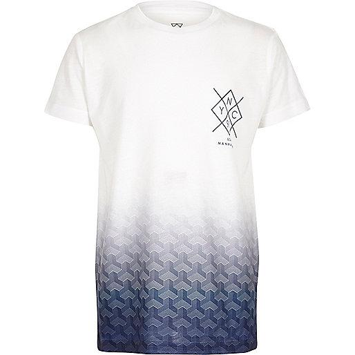 Weißes T-Shirt mit blauem, verbleichtem Muster