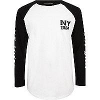 Weißes, langärmliges T-Shirt mit NY-Print