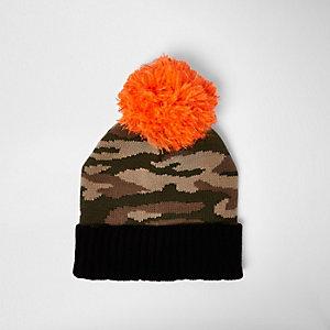 Strick-Bommelmütze mit Camouflage-Muster in Khaki