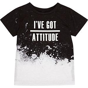 Schwarzweißes T-Shirt mit Slogan