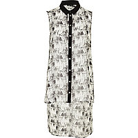 White print sleeveless step hem shirt