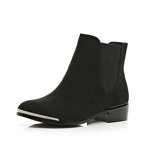 Black metal toe chelsea boots