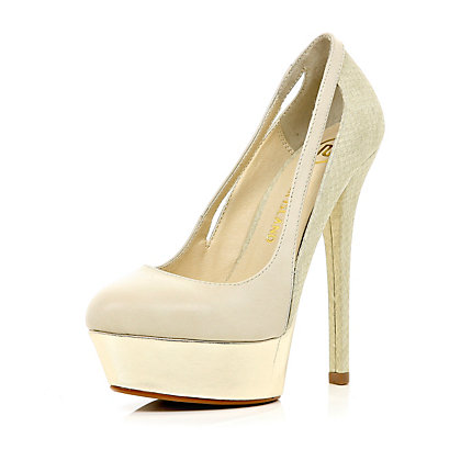Cream cut out side court shoes
