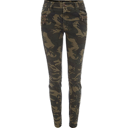 Camouflage is totally a thing right now, and this pant is a cool, boy-meets-girl way to wear it (see: the feminine higher rise and the mens-y cargo pockets). Cotton/TENCEL® lyocell/elastane. Pockets.