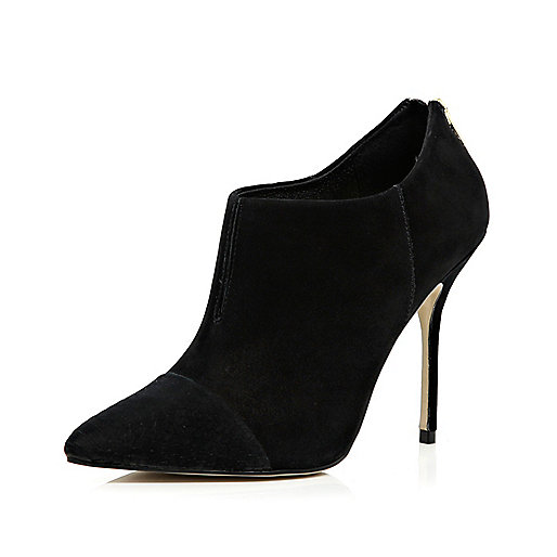 Black pointed stiletto shoe boots