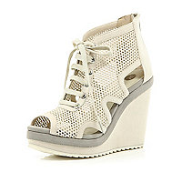Light grey mesh cut out wedges