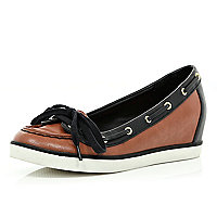Brown contrast trim hidden wedge boat shoes