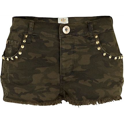 Khaki camo print stud pocket denim shorts
