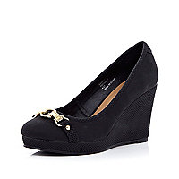Black snake buckle front wedges