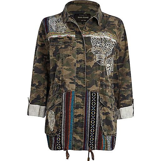 veste imprim camouflage kaki et t tes de mort style militaire manteaux vestes promos femme. Black Bedroom Furniture Sets. Home Design Ideas