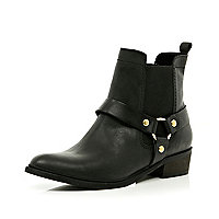 Black stirrup western ankle boots