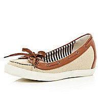 Beige contrast trim hidden wedge boat shoes