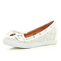 White contrast trim hidden wedge boat shoes