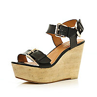 Black chunky buckle wooden wedges