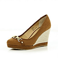 Brown chain front wedge court shoes