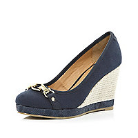 Navy chain front wedge court shoes